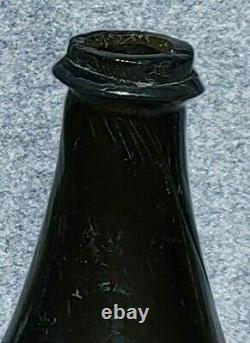 Early Colonial Era English Mallet Wine Bottle 1722-1730 Olive Green Black Glass