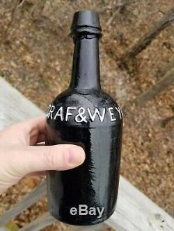 Early GRAF & WEYD Black Glass Quart Ale Bottle Louisville Kentucky KY