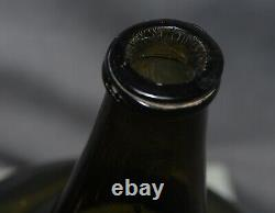 Very desirable premium quality Dutch black glass ONION bottle ca. 1700s